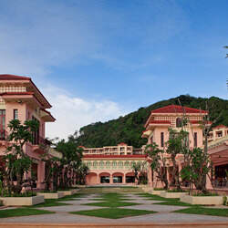 Centara grand beach resort phuket   garden 01